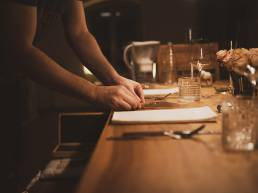 Gedeckter Tisch Dinner mit Freunden