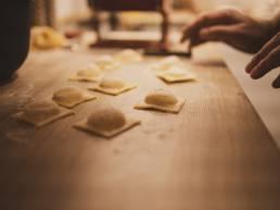 Frische Pasta homemade kochen mit Freunden